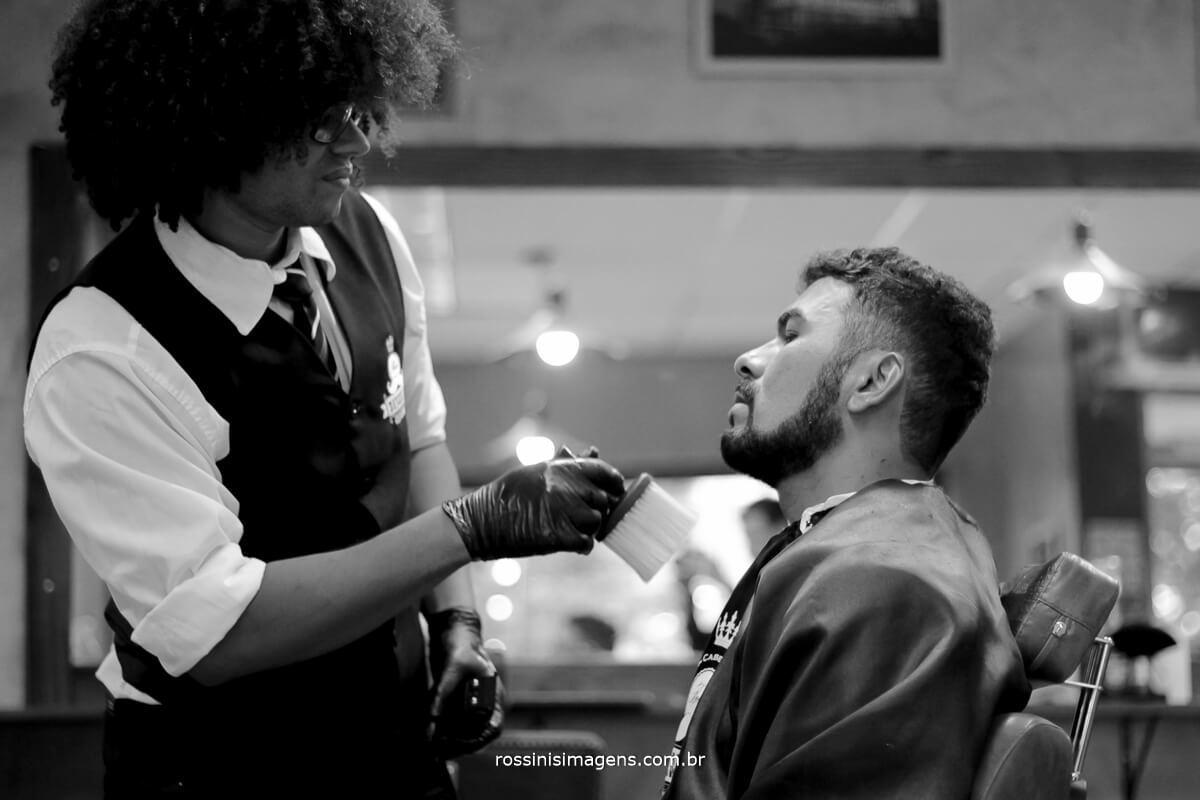 fotografo de casamento em suzano sp rossinis imagens, amigo do noivo na barbearia, wedding, groom,