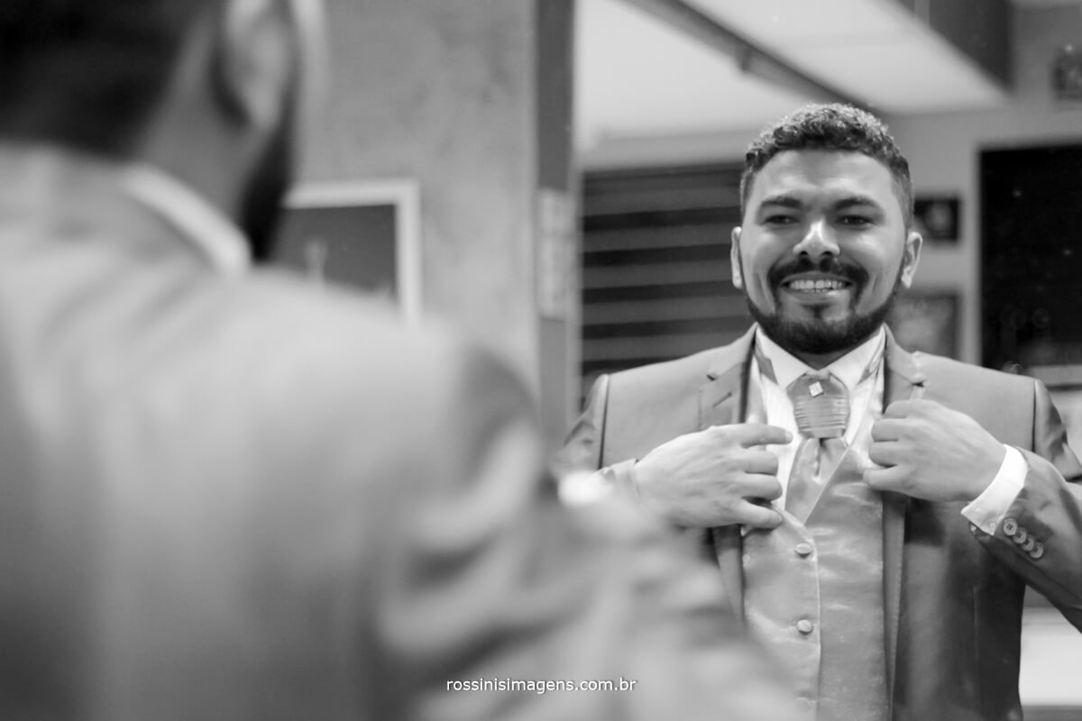 fotografo de casamento em suzano sp rossinis imagens, noivo feliz no dia do noivo, casamento em suzano sp