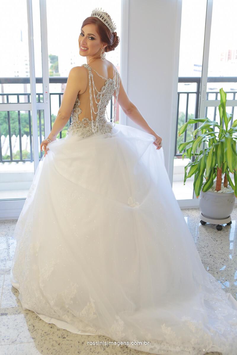 noiva pronta com o vestido de diva, princess wedding
