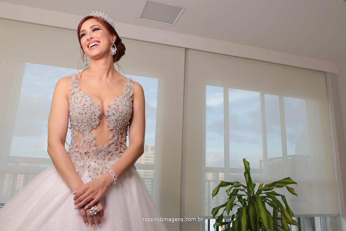 noiva linda, dia da noiva, sandra costa maquiadora, excelente trabalho e profissionalismo, comprometida com tempo e qualidade do trabalho, rossinis imagens fotografia e filme
