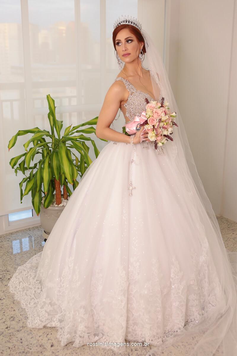 noiva com o buquê, buquê de noiva, fotografia de casamento em são paulo sp, ipiranga
