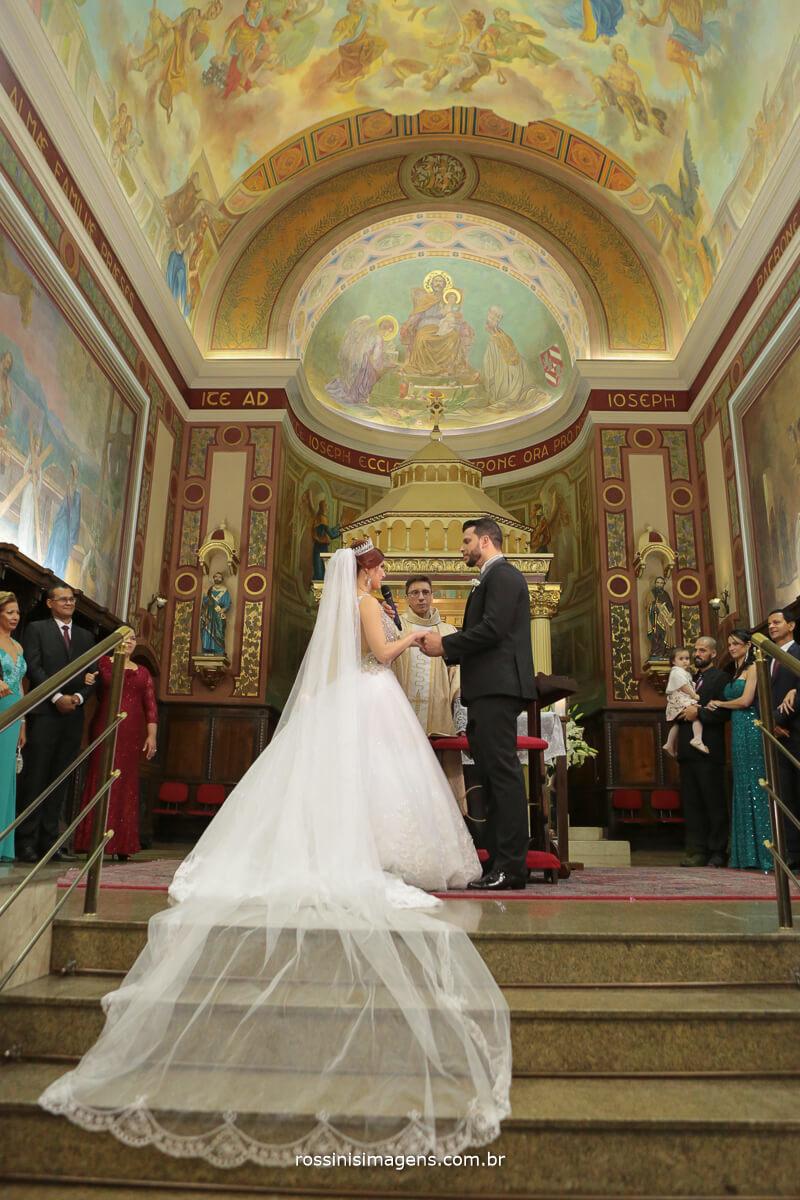 votos do casamento na igreja, momento de muita emoção e alegria, momento de declarar o amor abençoado por Deus na igreja