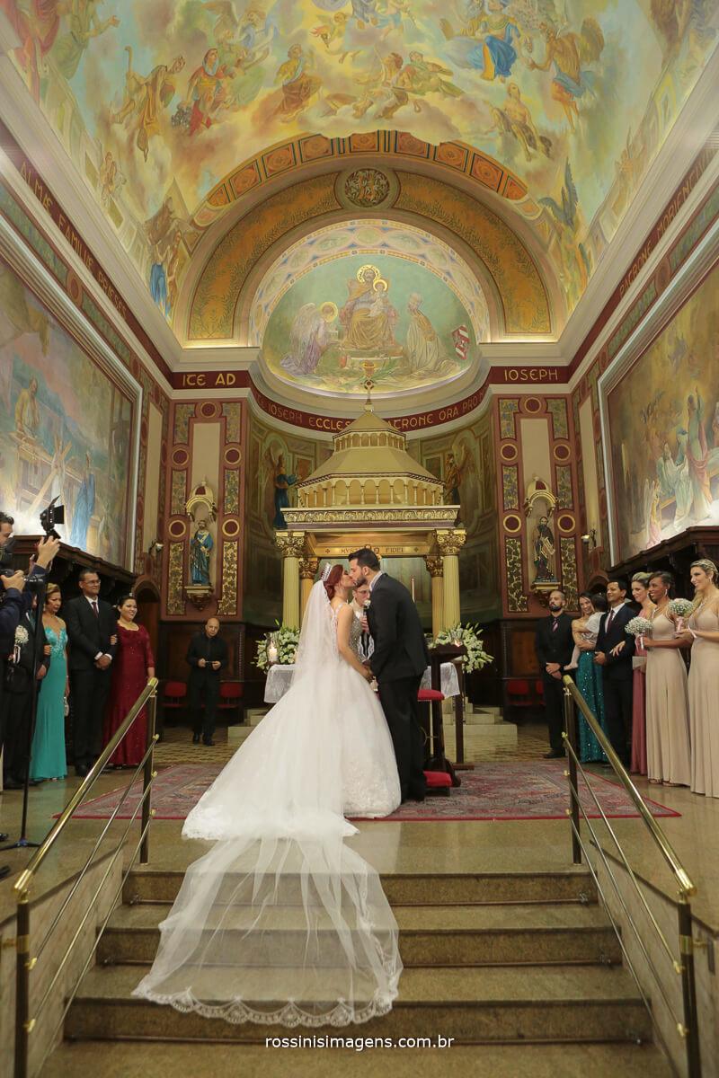 primeiro beijo de casados na igreja são josé do Ipiranga - sp Rossinis imagens fotografia de casamento
