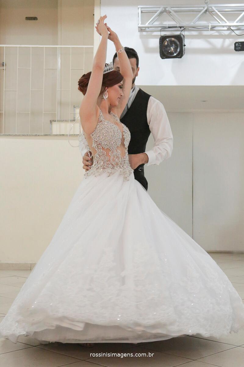 dança dos noivos, bride, casamento, entrada e recepção dos convidados com essa danca