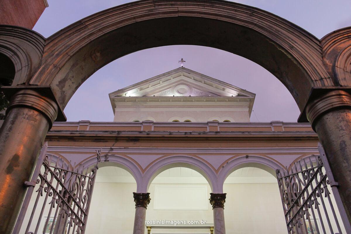 fachada da linda igreja de são jose do ipiranga em são paulo para o casamento de liliane e diogo