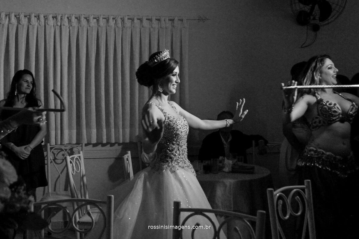 noiva dancando, pista de dnaca, balada árabe, musicas árabe, noiva dancarina, professora de danca do ventre, professora de danca