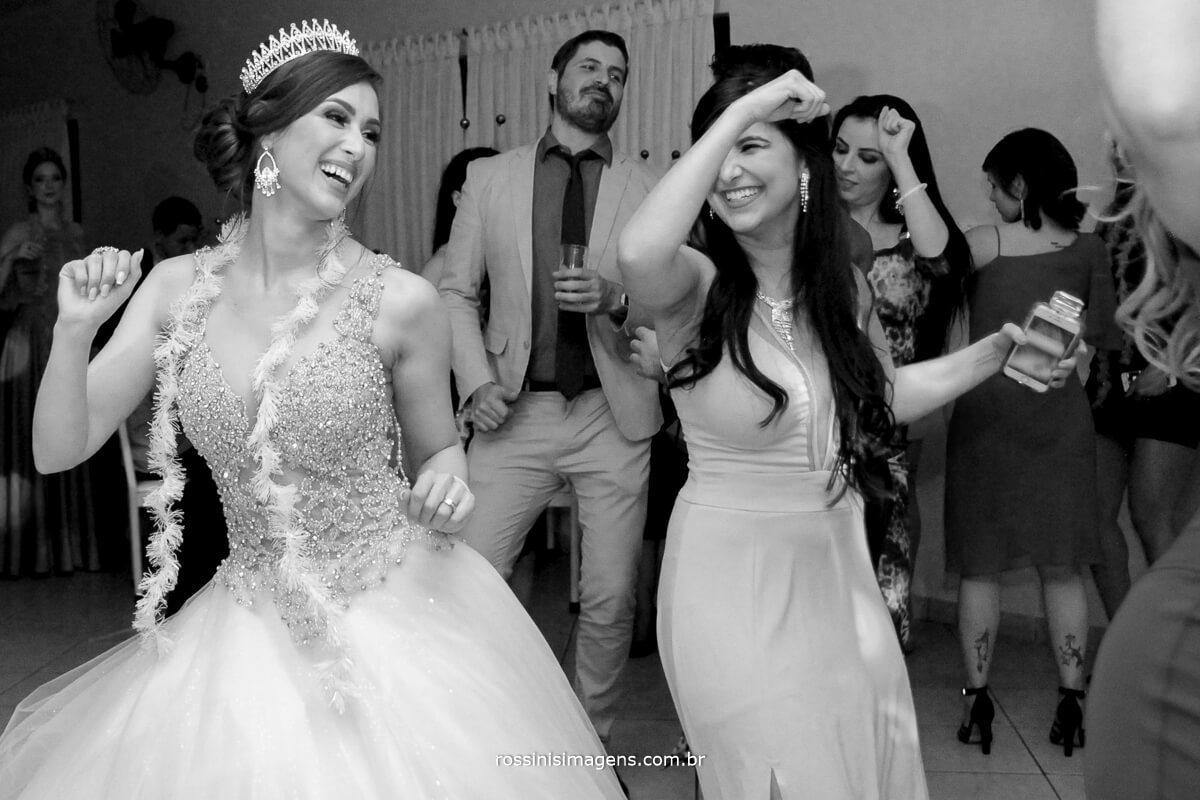 amigas dancando com a noiva, na balada, na pista de dança, animacao, casamento de lili e diogo, liliane e diogo, casamento em são paulo por rossinis imagens fotografia e video de casamento