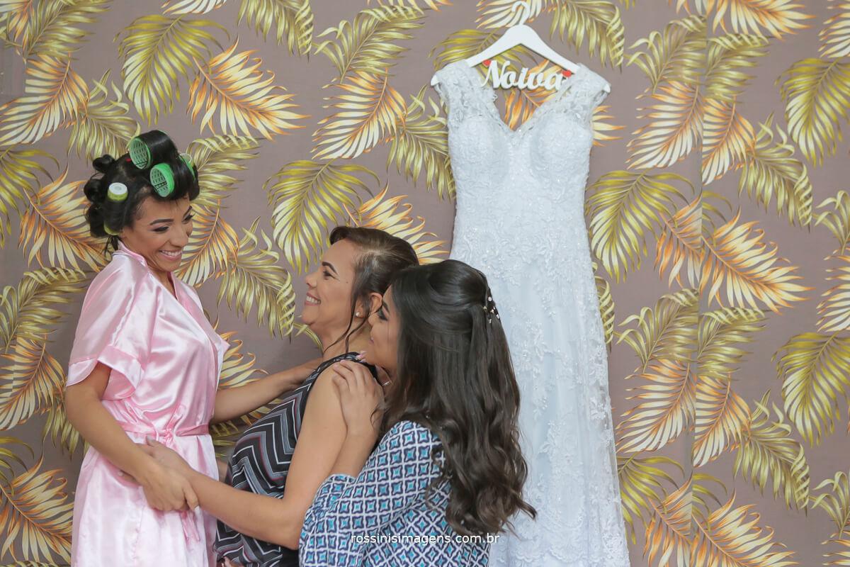noiva Jamille e amigas junto com o vestido, dia da noiva na maeli santo em são paulo