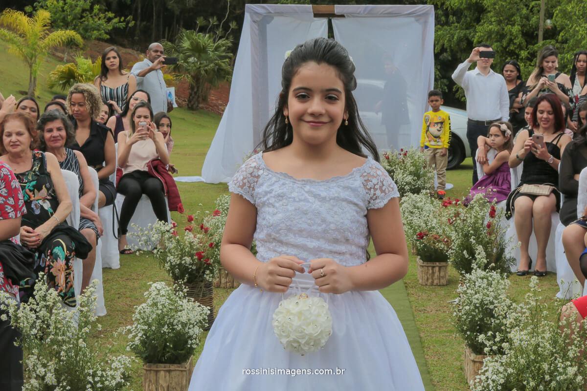 entrada das alianças, crianças levando a aliança para os noivos no altar, crianças na cerimonia de casamento