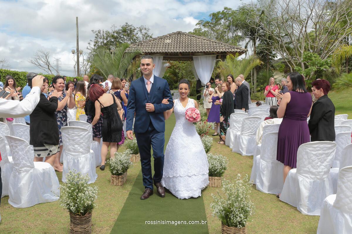 saida dos noivos apos a cerimonia de casamento, wedding casamento em sao paulo, bride, rossinis imagens