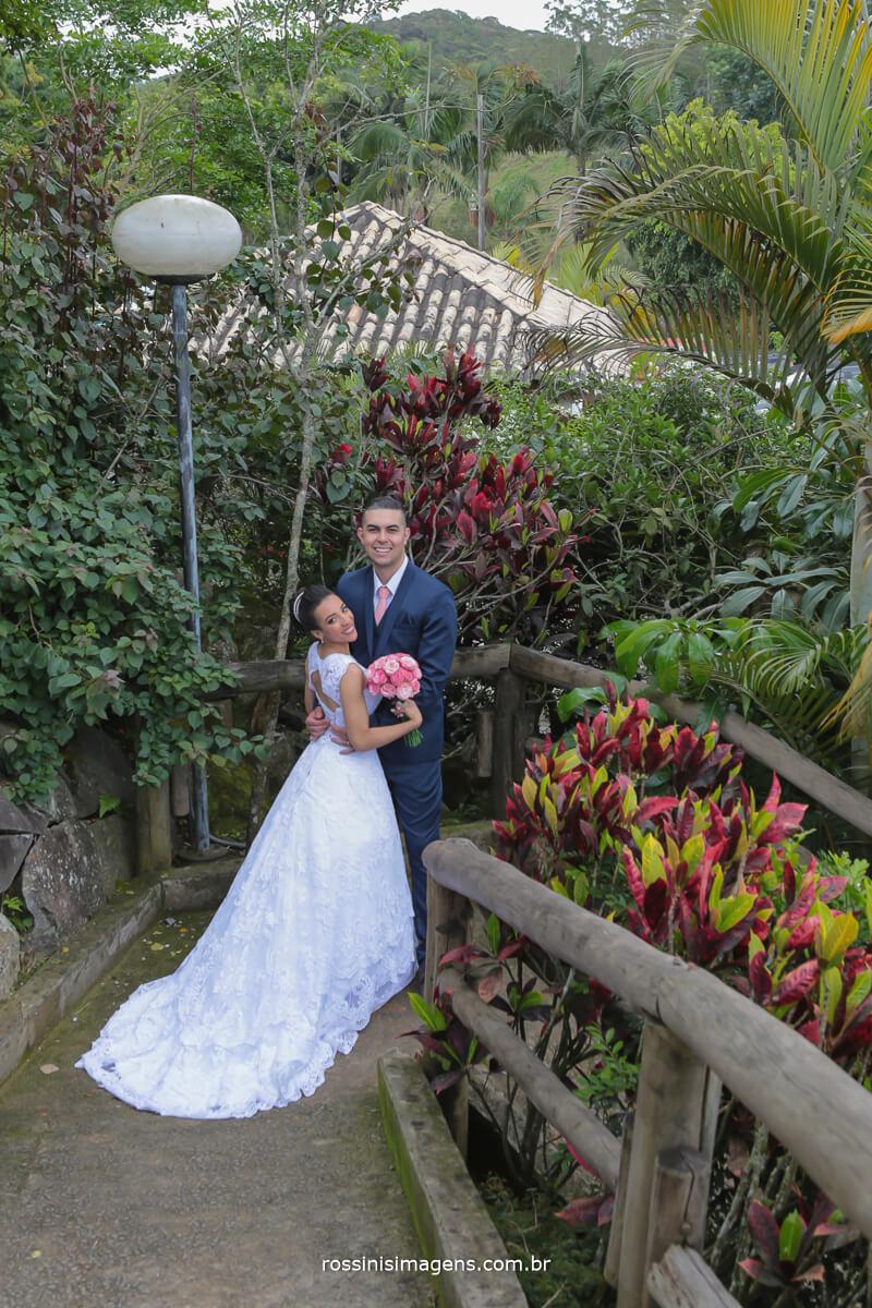 sessão de fotos dos noivos nas dependências do sitio paraiso salão dois
