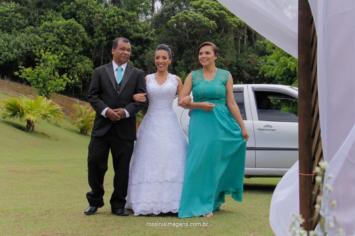 entrada da noiva com seus pais
