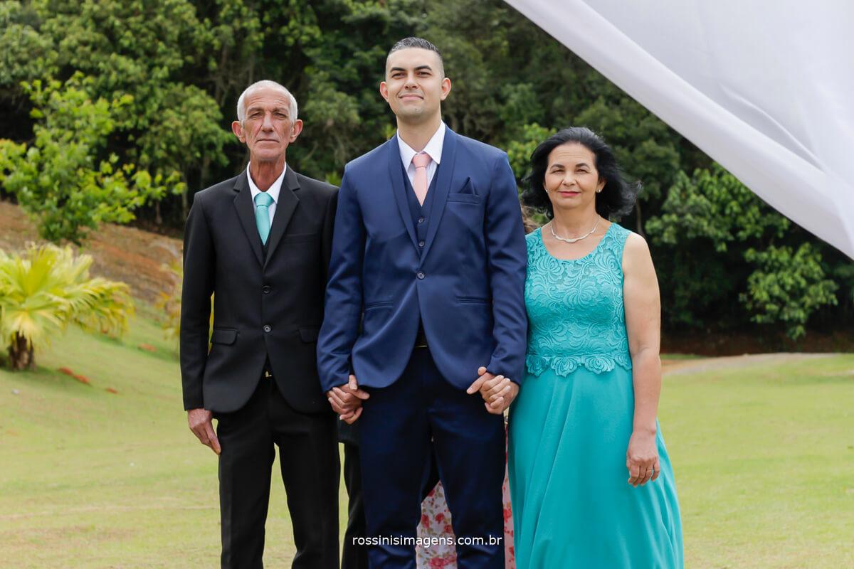 entrada do noivo com os pais de maos da das