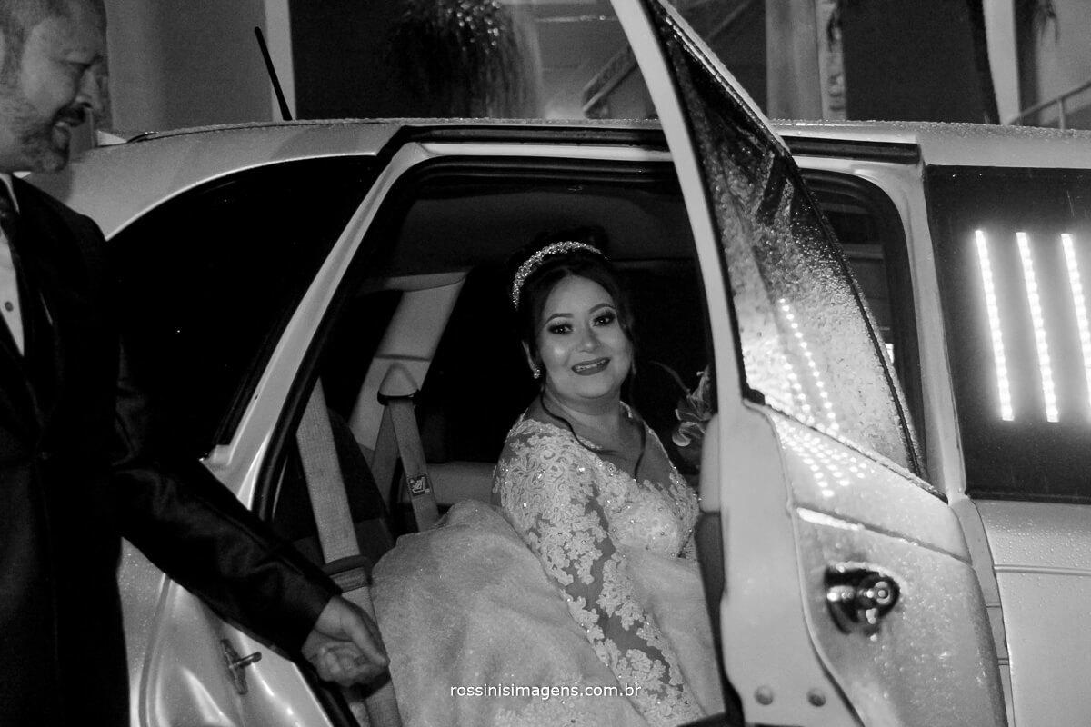 noiva na limousine e seu pai na chacara torres em poa