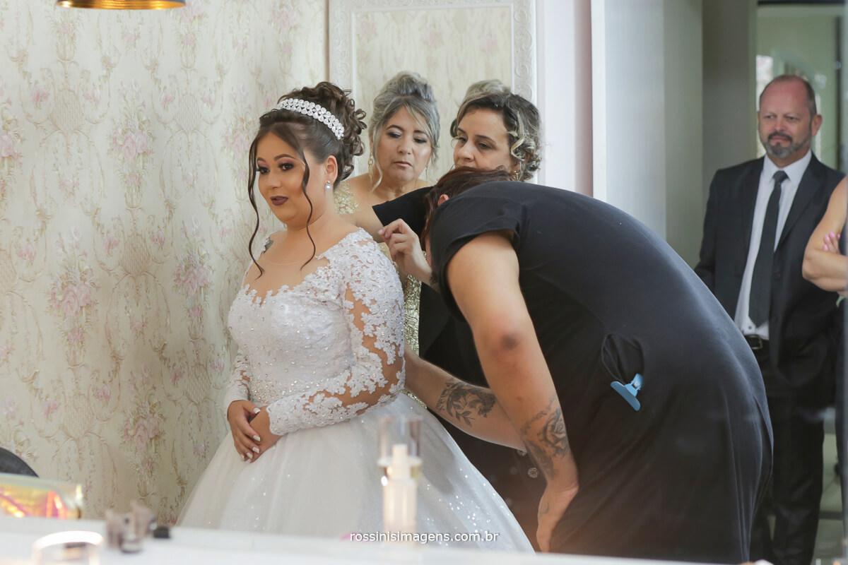 ultimos detalhes pra deixar a noiva pronta para o casamento