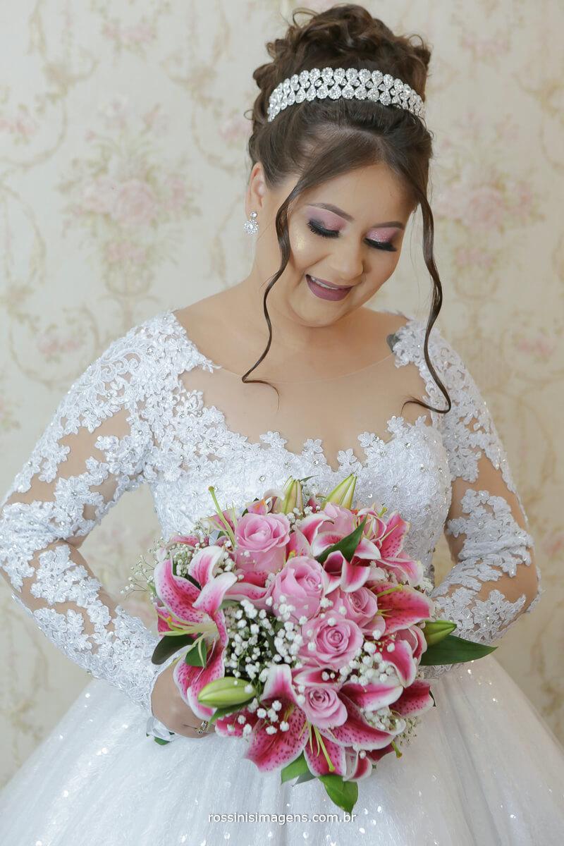 noiva pronta para o casamento ainda no making of para umas fotos de vestido