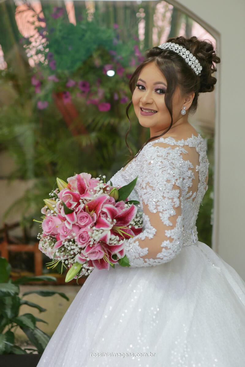 noiva top, modelo, noiva modelando com seu lindo buquê no dia da noiva