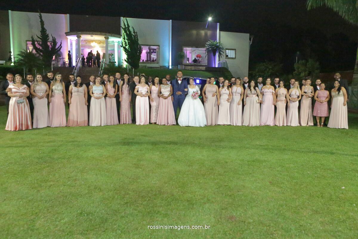 fotografia coletiva com os padrinhos e madrinhas casamento em poa