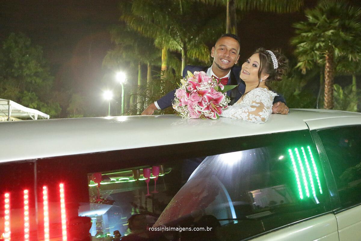 fotografia do casal na limousine casamento rossinis imagens