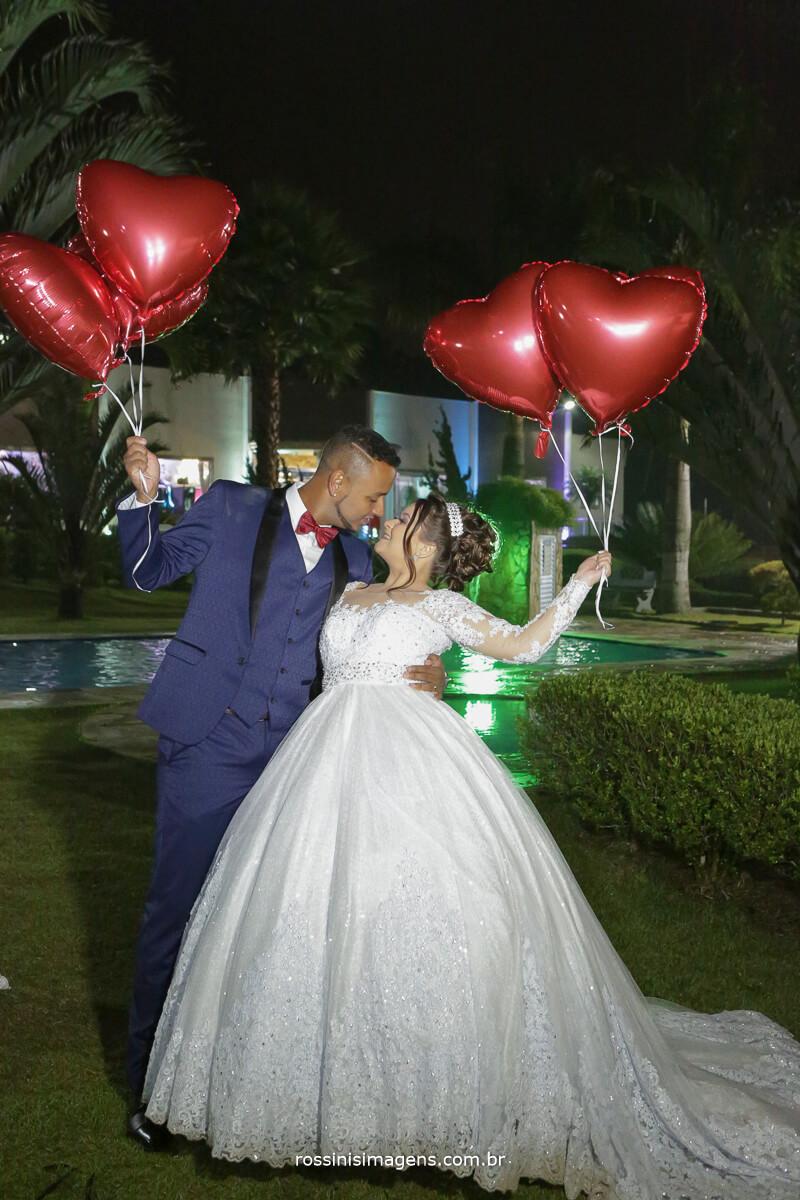 sessão de fotos com os noivos, balão de coração