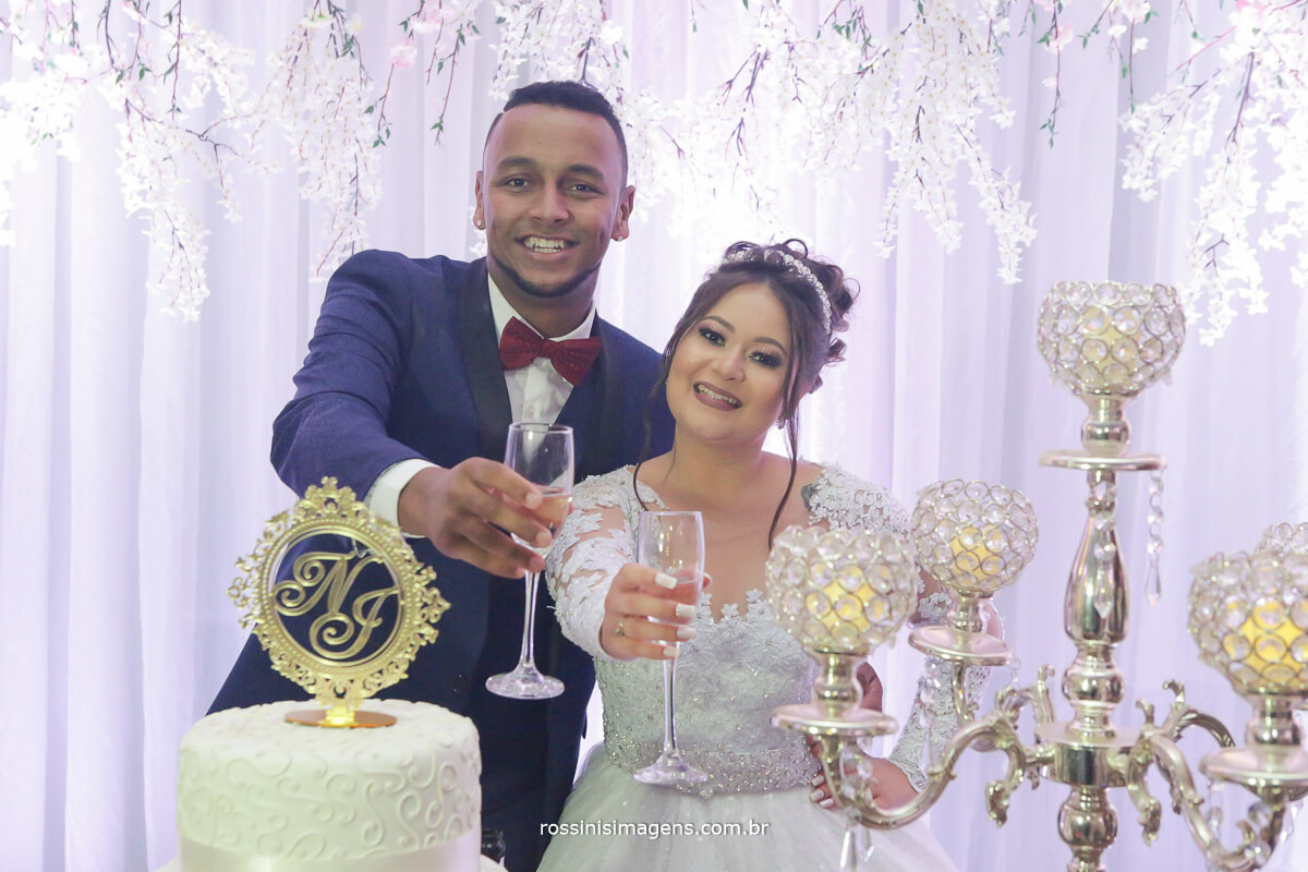 sessão de fotos no bolo, brinde dos noivos, casamento nathalia e jonathan chacara torres e buffet natural art's
