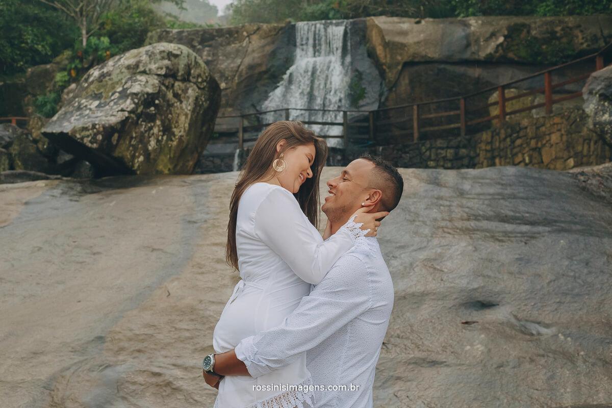 sessão de fotos de casal em praia, ensaio pre casamento, ensaio pre wedding