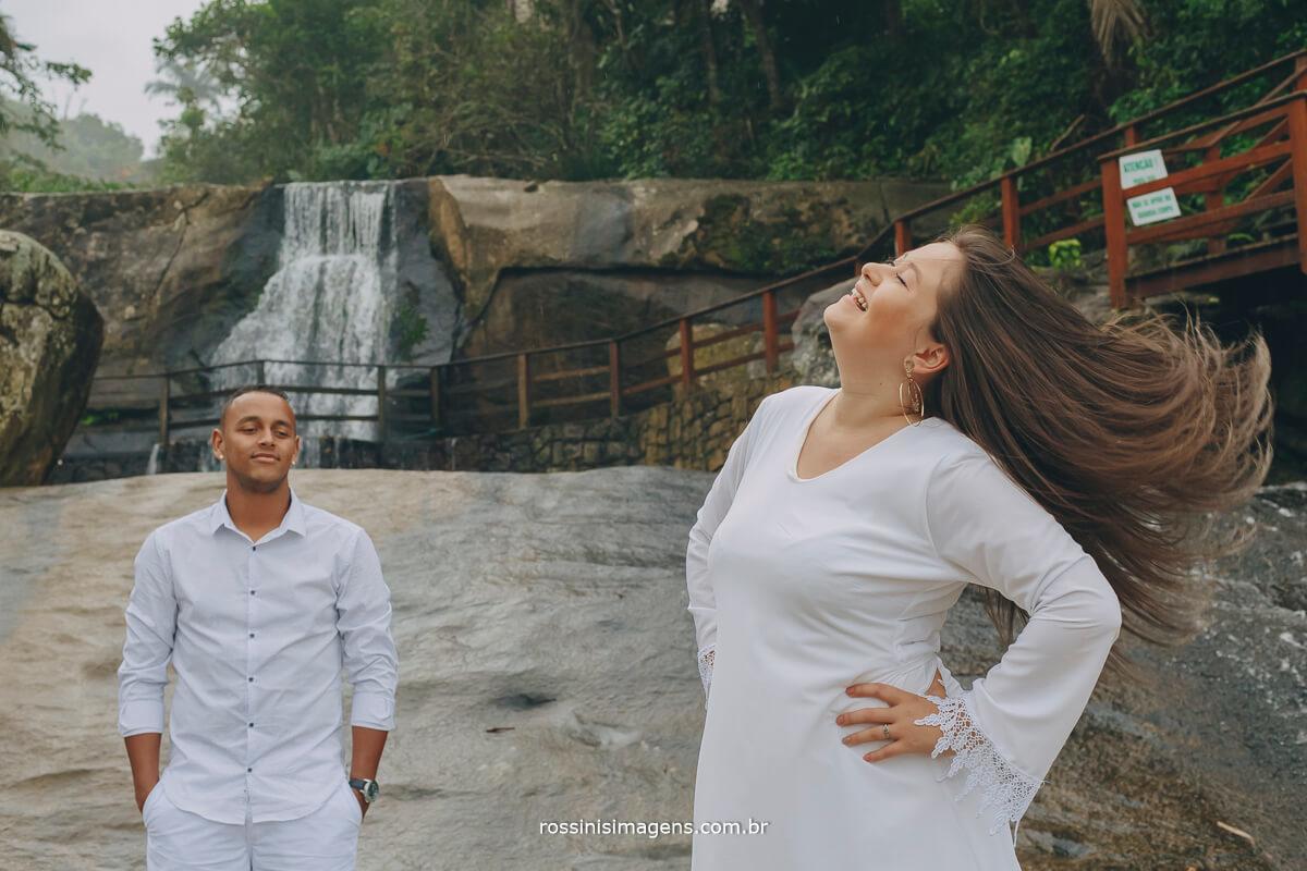 ensaio de casal na cachoeira