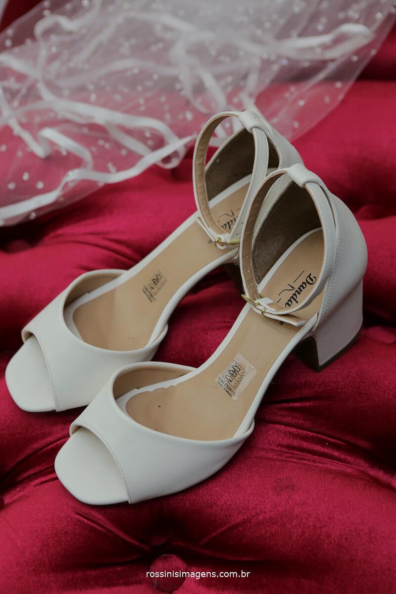 detalhes no making of da noiva dia da noiva, fotografo de casamento em sao paulo rossinis imagens, sapato