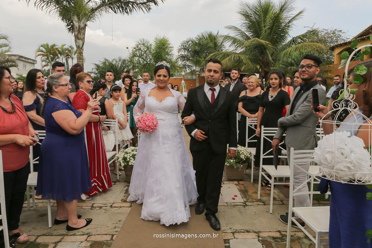 entrada da noiva camila no casarao baronesa em poa por rossins imagens fotografia e filmagem de casamento