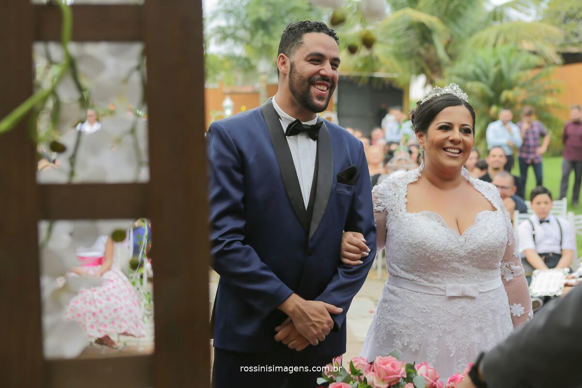 noivo e noiva no altar no casarão baronesa em poa
