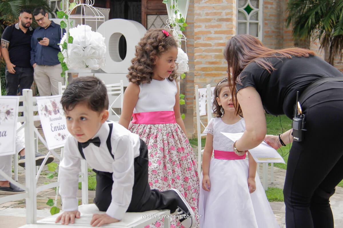 assessoria pamela salzgeber coordenando todos os fornecedores casamento ramon e camila em poa, noivos de poa, casamento em poa