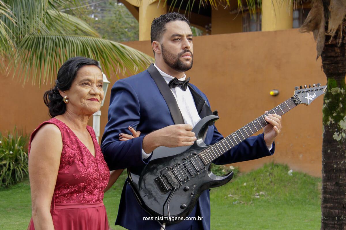 entrada no noivo com a sua mae e a guitarra