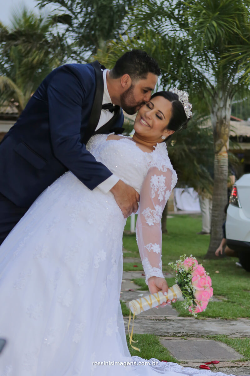 beijo de cinema do casal camila e ramon no casamento em poa por rossinis imagens foto e video