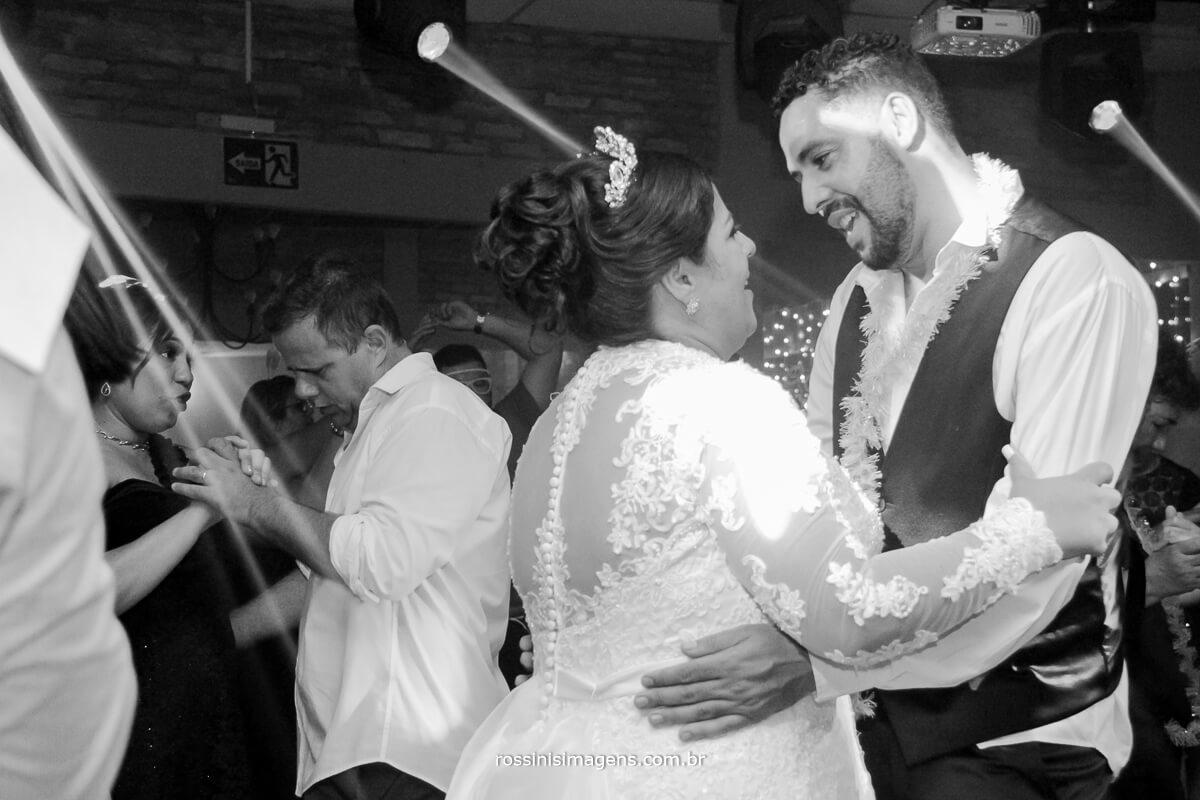 noivos dancando, balada de casamento, balada no casarão baronesa poa