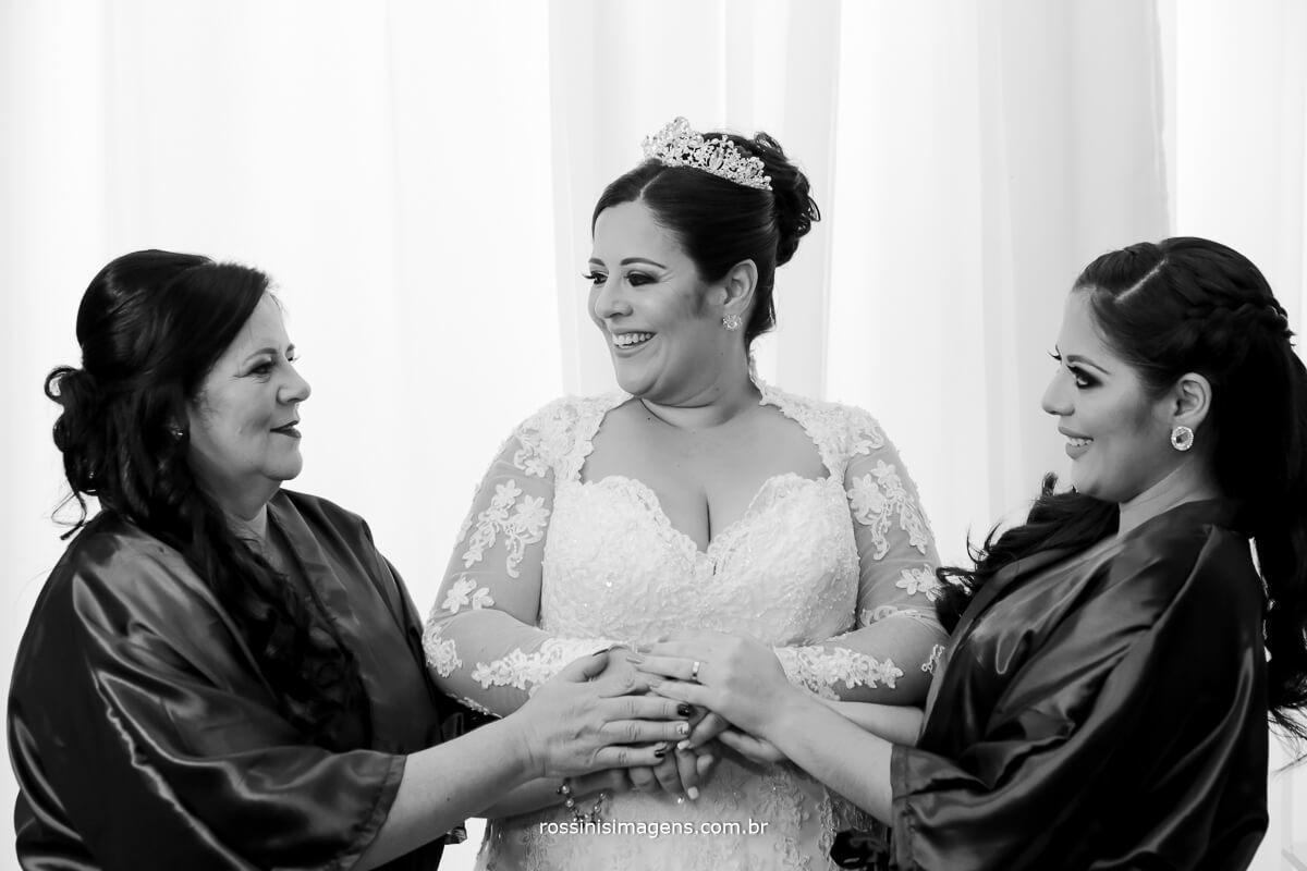 mae e filhas juntas no grande dia, familia reunida, amor de mãe