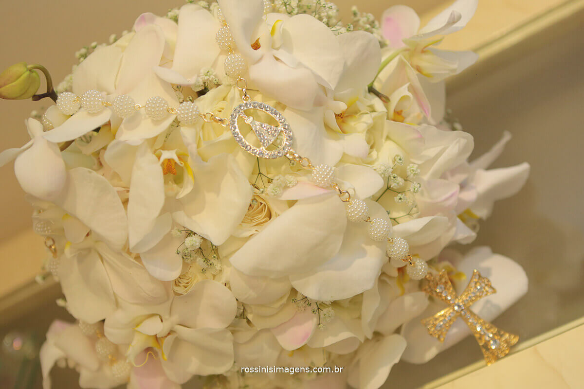 fotografia e video de casamento imagens aéreas, buquê de orquídeas