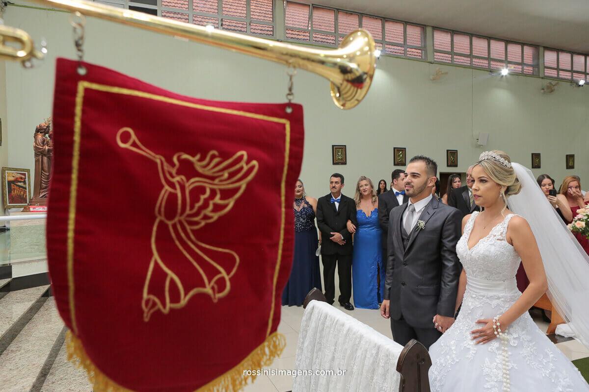flamula de clarins na entrada da noiva, casamento em ferraz, casamento em poá, casamento em suzano, rossinis imagens, casamento em mogi