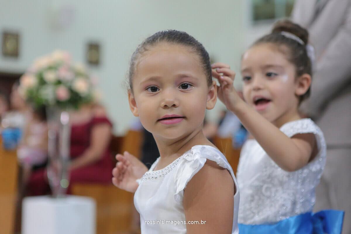 crianças na cerimonia, damas de honra
