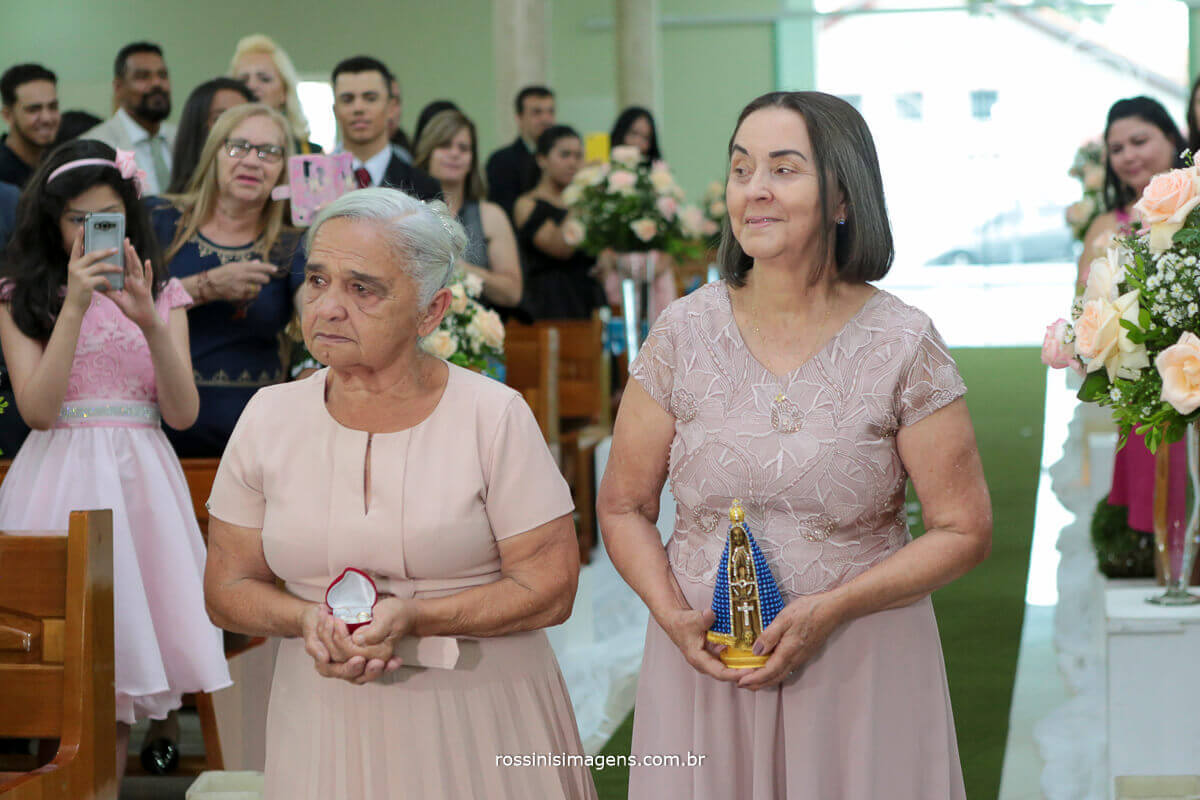 entrada das alianças e nossa senhora com as avos dos noivos
