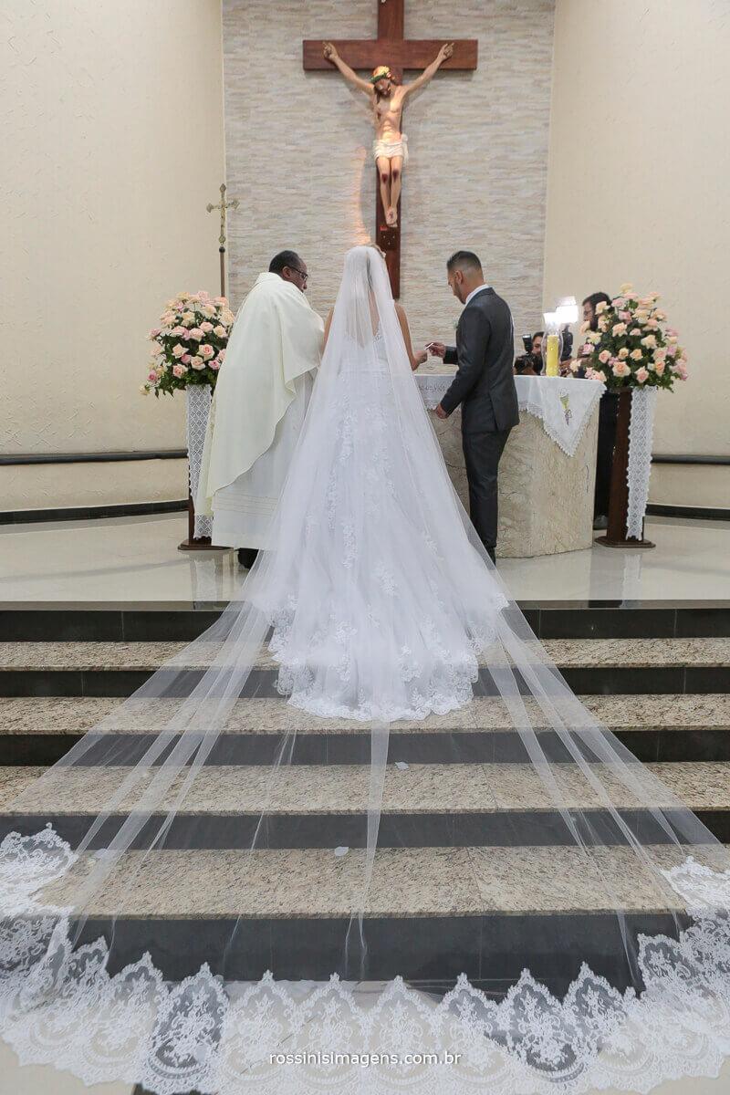 véu da nova gigante, véu grande, noiva com véu bem grande, inspiração de véu, mantilha, casamento