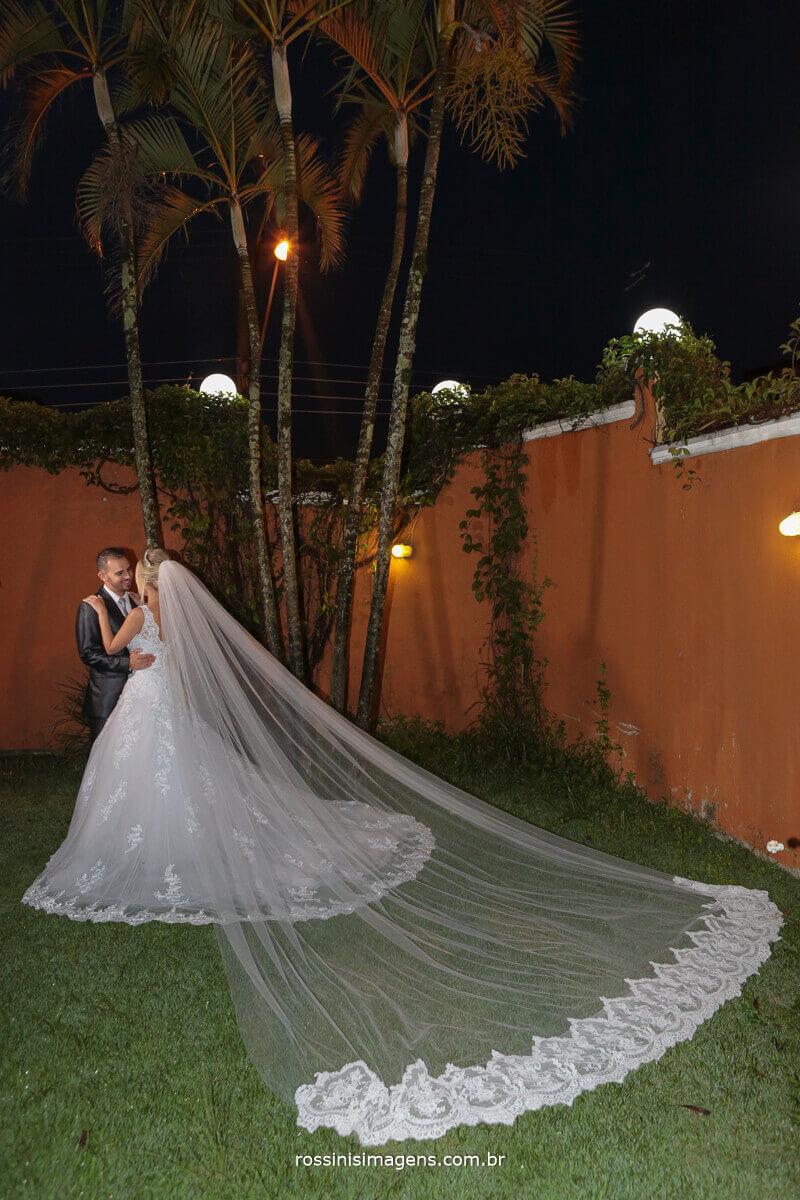 sessão de fotos com os noivos no casarão baronesa em poá - sp, rossinis imagens fotografia de casamento em poá