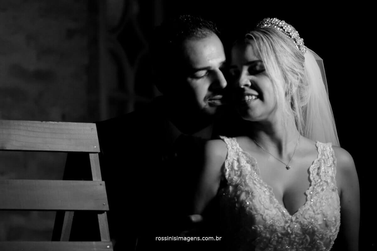 sessão de fotos dos noivos muito amor, assessoria pamela, buffet pravoce buffet e decoração, royal som dj, fotografia e filmagem rossinis imagens, casarão baronesa poá