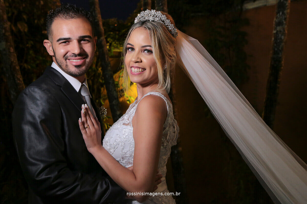 casamento da jennifer e felipe em poá no casarão baronesa, noivo e noiva felizes