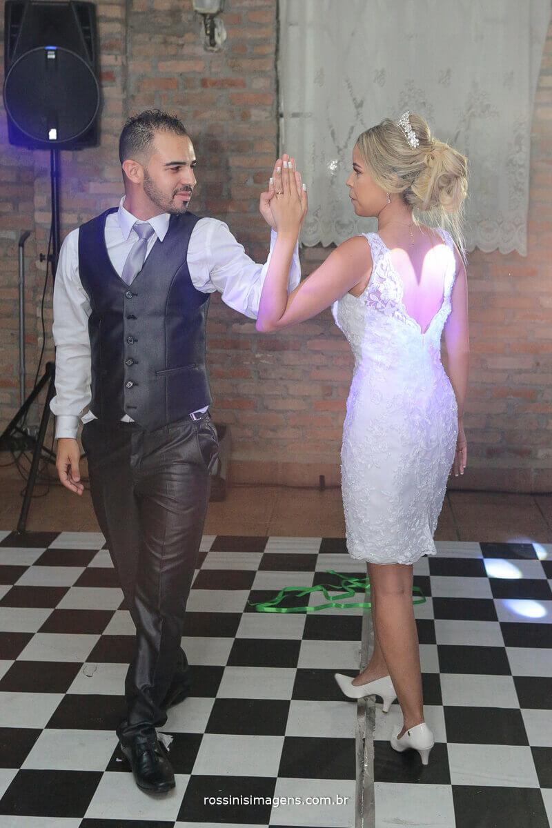 dança dos noivos, coreografia, danca, casal, pista, balada, coracao nas costa da noiva