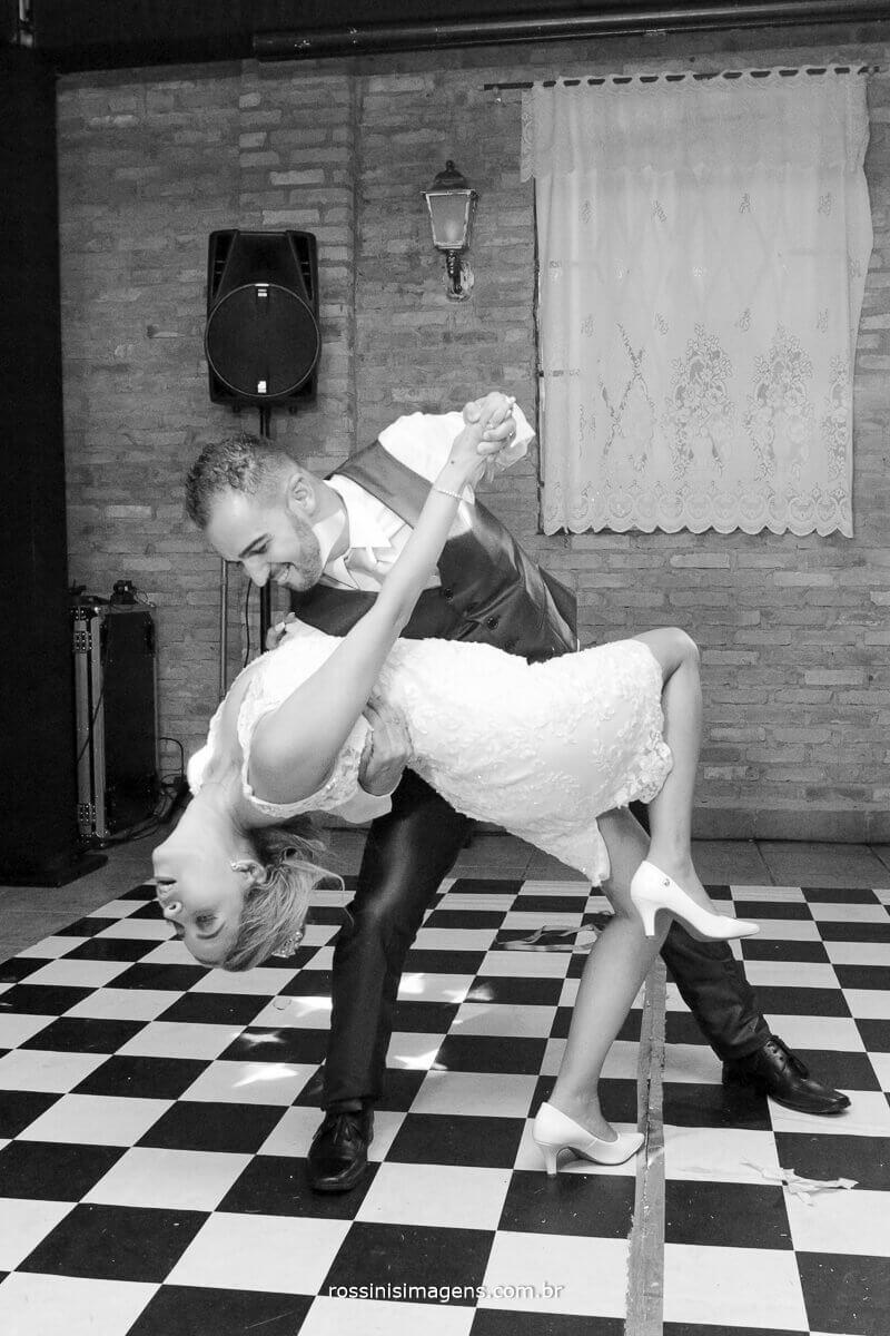 dança dos noivos na pista de dança, cambre