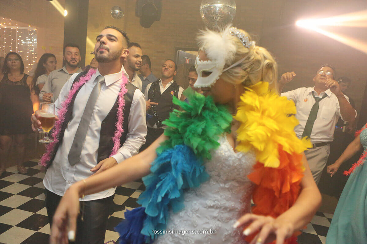 noiva na balada, pista de danca com equipe royal som e iluminação, casamento em poá