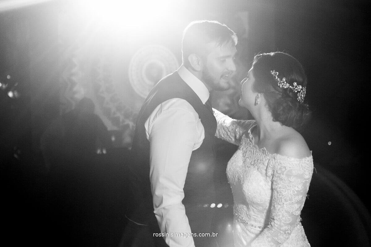 rossinis imagens - dança dos noivos na balada