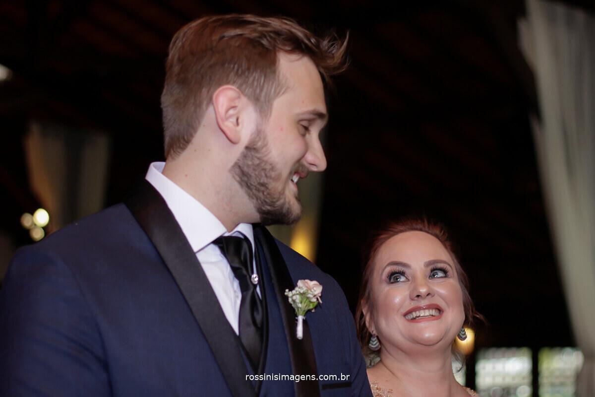 fotografo de casamento - rossinis imagens, noivos no altar se olhando, casamento em mogi