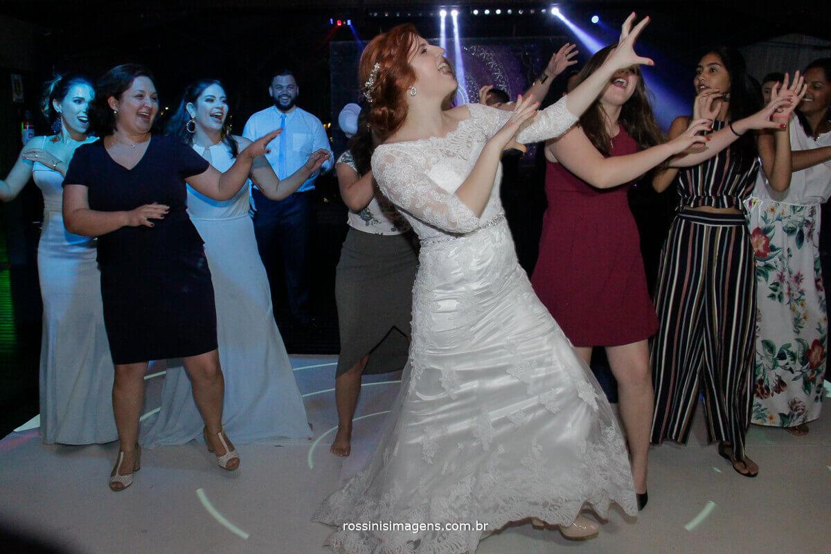 hey brother avicii noiva na balada dançando, pista bombando, fotografo de casamento - rossinis imagens