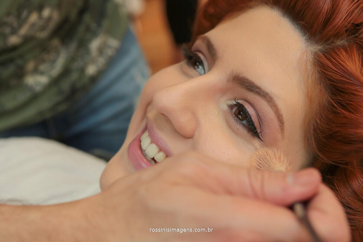 making of da noiva salaão claudir mogi shopping, noiva renata feliz, fazendo maquiagem
